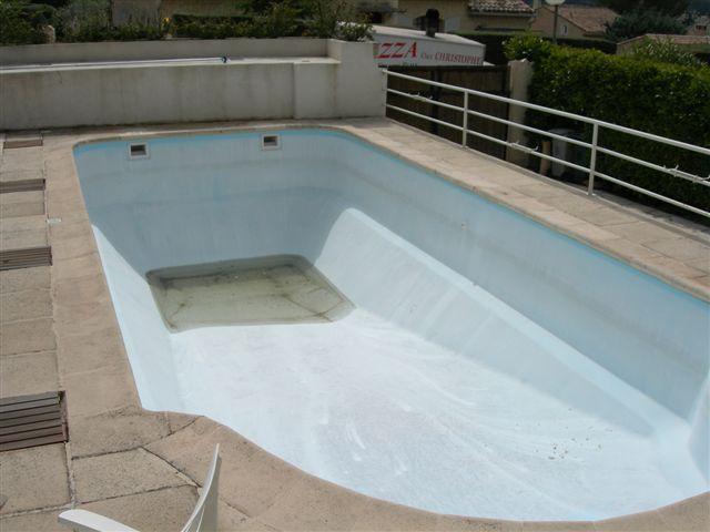Application 1 r novation rev tement piscine polyester for Changer margelle piscine