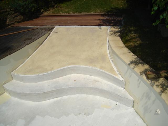 Application 5 r novation rev tement piscine polyester for Peinture piscine polyester